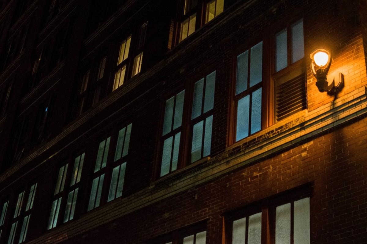 ligero noche ventana noche reflexión color fachada oscuridad iluminación forma área urbana