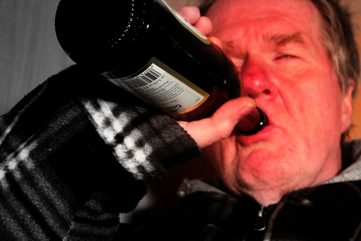 アルコール依存症の噂のある芸能人・有名人まと …