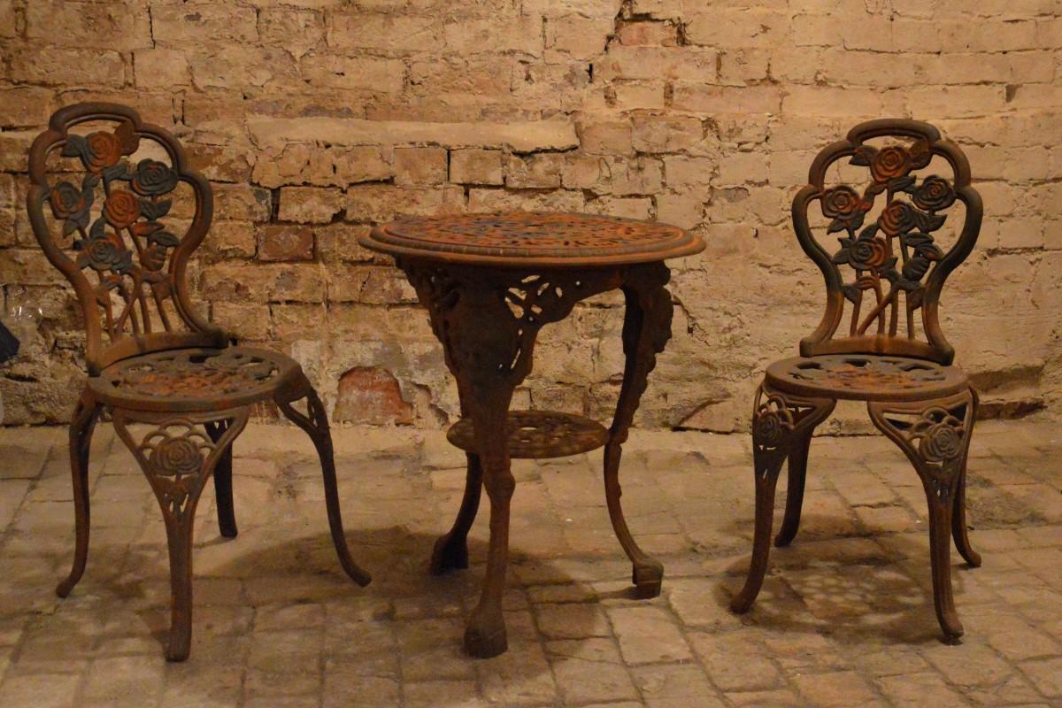 Fotos gratis mesa en blanco y negro madera antiguo for Mesas antiguas de madera