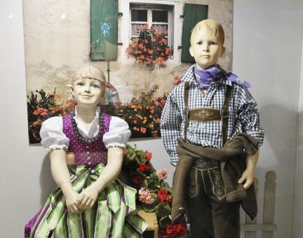 Fotos gratis : gente, niña, ventana, chico, decoración ...