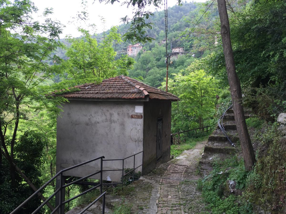 Images gratuites cabane souterrain village jungle for Agrandissement maison zone rurale