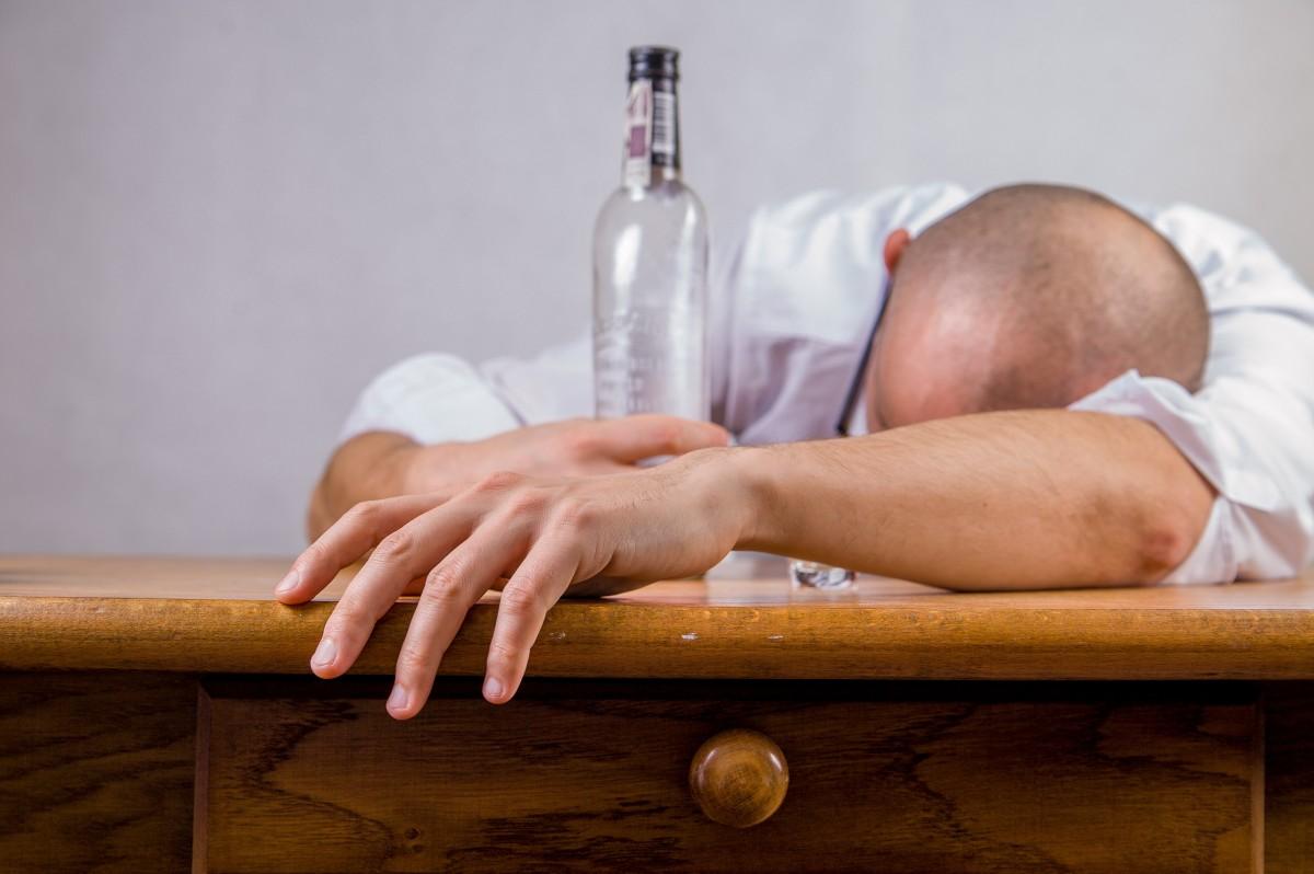 Minum Alkohol Adalah Puncak Segala Kejahatan