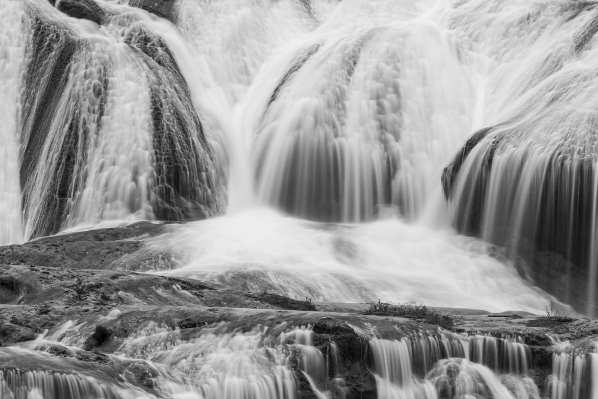бушующий водопад в картинках заголовок