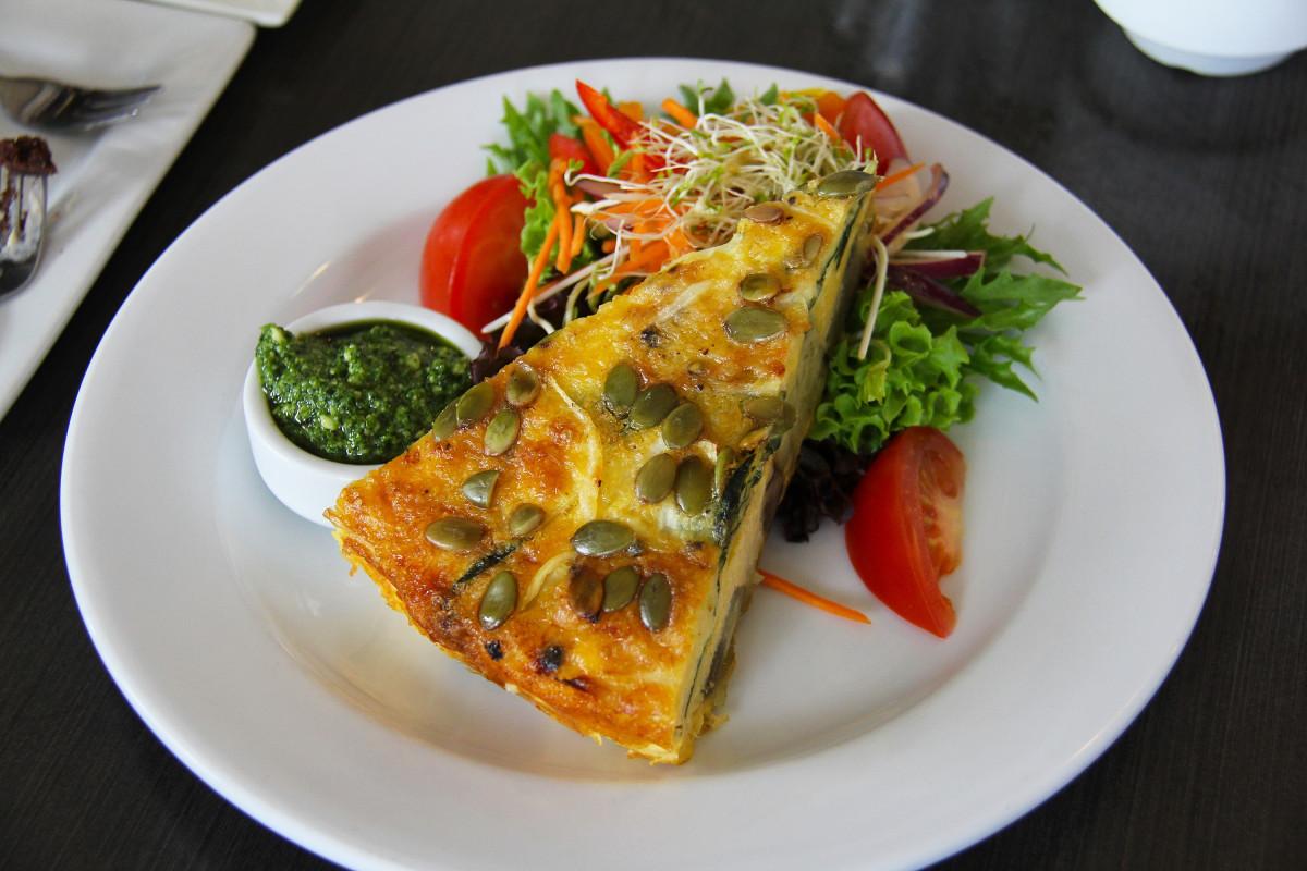 cafe thee restaurant schotel maaltijd eten produceren groente pompoen vis ontbijt lunch keuken heerlijk cake ei avondeten tomaten nieuw Zeeland desserts Fox Glacier omelet frittata
