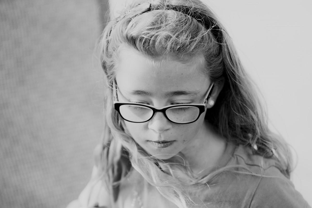 Banco de imagens : Preto e branco, menina, monocromático