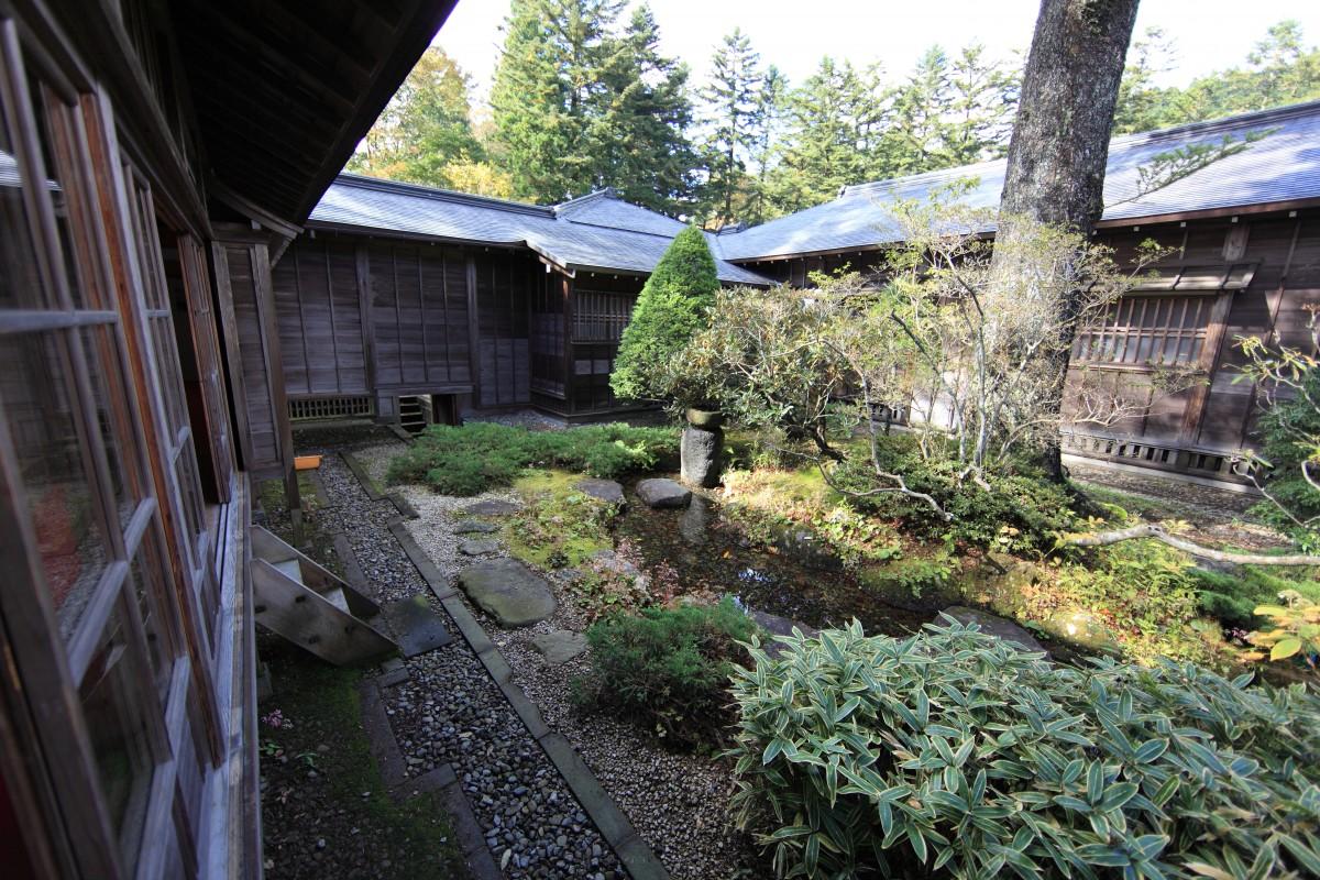 Fotos gratis villa casa flor alto caba a patio interior propiedad exterior jard n - Ley propiedad horizontal patio interior ...