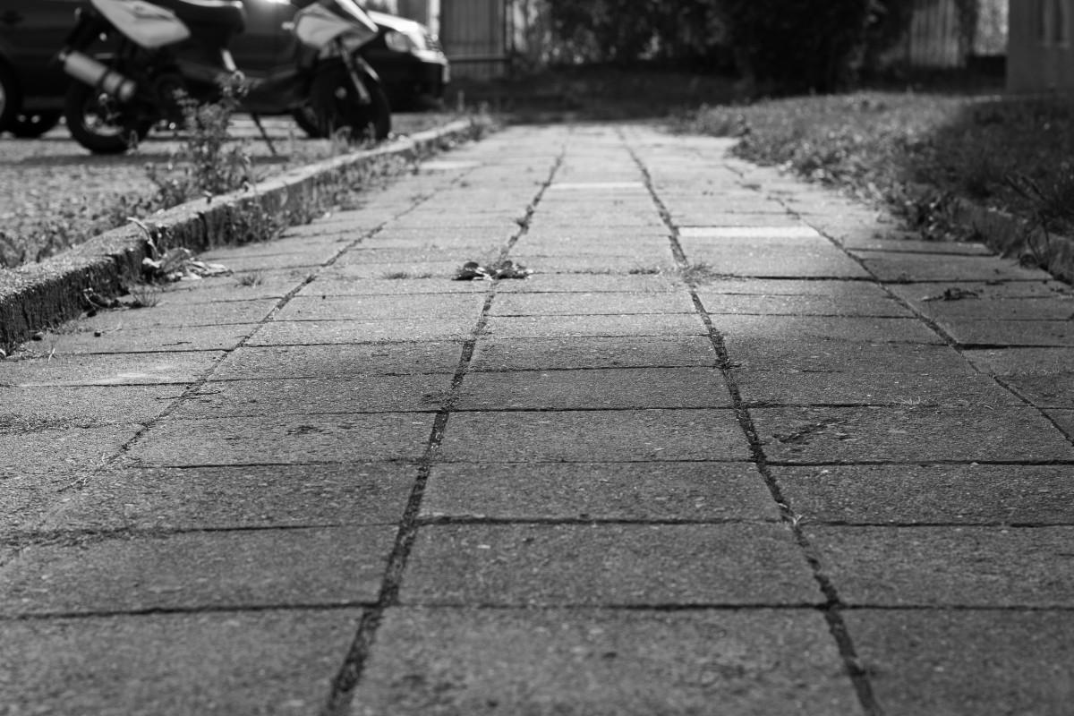 если картинка с изображением тротуара играет
