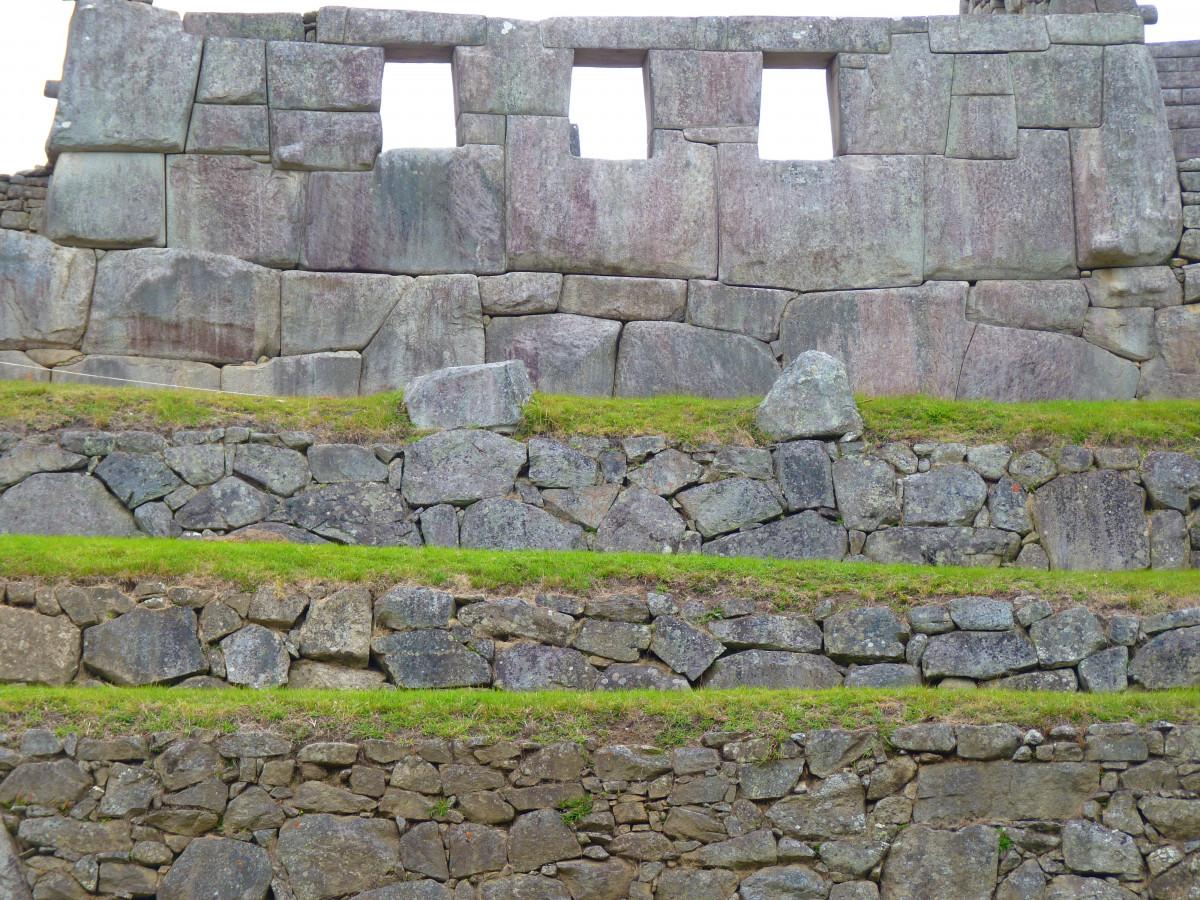 stâncă arhitectură clădire perete perete de piatra turism caramida Machu Picchu Peru incas ruine zidărie sit arheologic istoria antica Templul celor trei ferestre