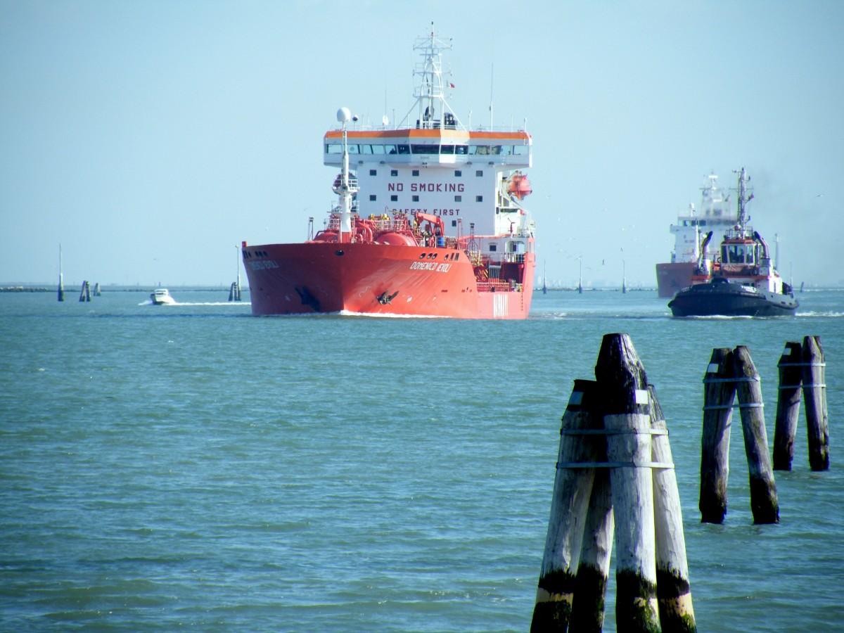 Harbor Freight Gantry Crane >> Free Images : sea, vehicle, port, cargo ship, navigation, merchant, freighter, tugboat ...