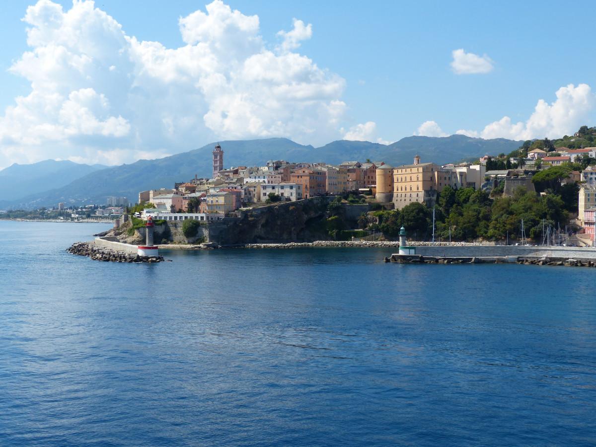mer côte eau vacances France méditerranéen véhicule baie île port bleu Port plan d'eau vieille ville Bastia la Corse cap Navire à passagers Entrée de port