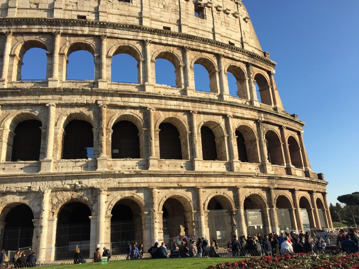 Immagini belle struttura palazzo monumento teatro for Archi arredo roma