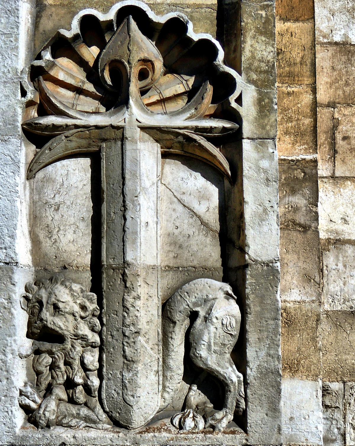 madera pared piedra monumento europa estatua