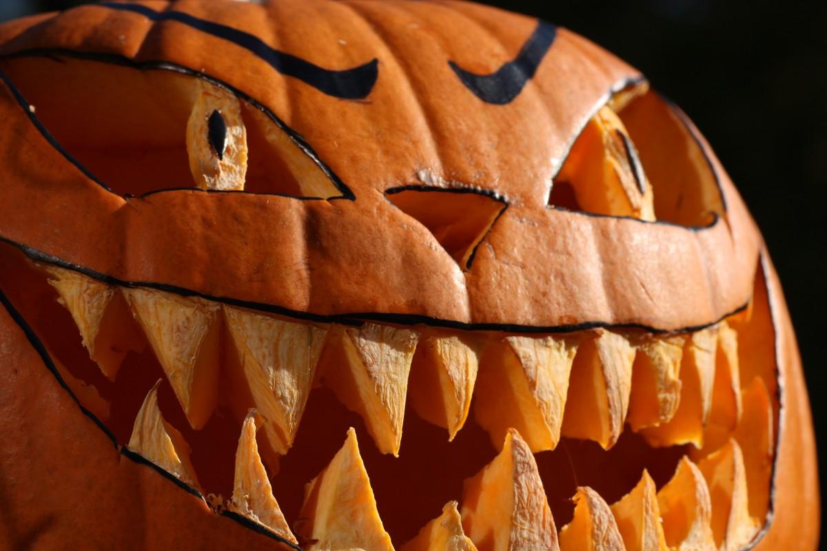 orange food produce autumn pumpkin halloween lighting gourd close up jack o lantern face art vegetables carving macro photography helloween pumpkins autumn 31 october fash hollow out man made object helloweenk rbis