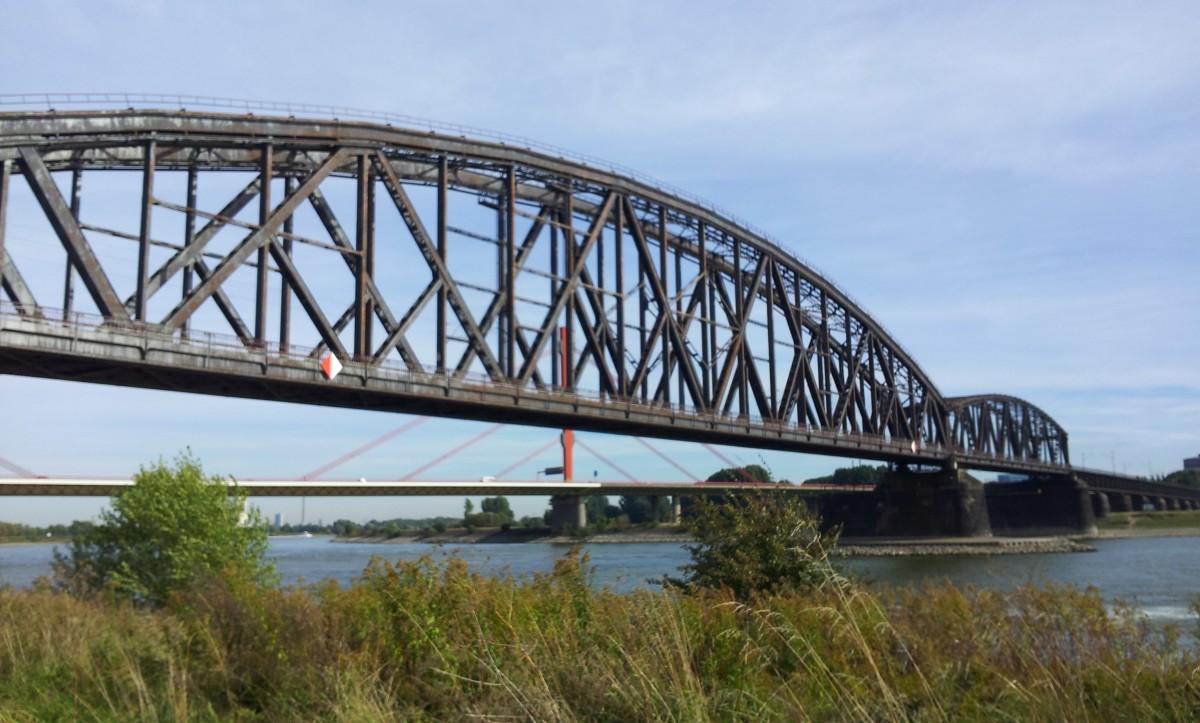 Immagini belle struttura cielo fiume ponte sospeso for Disegni di ponte anteriore