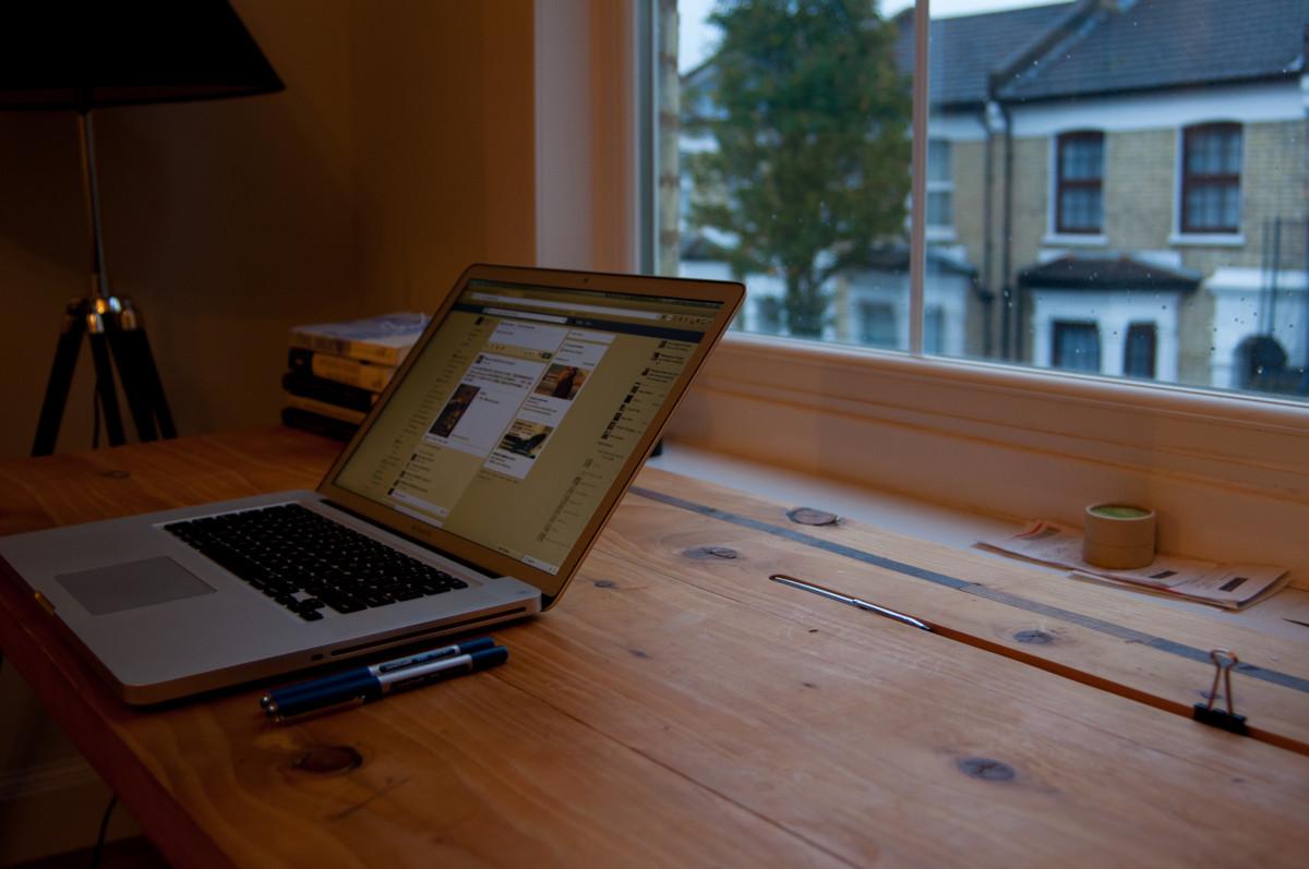Fotos gratis escritorio mesa madera tecnolog a casa for Diseno de muebles de madera gratis