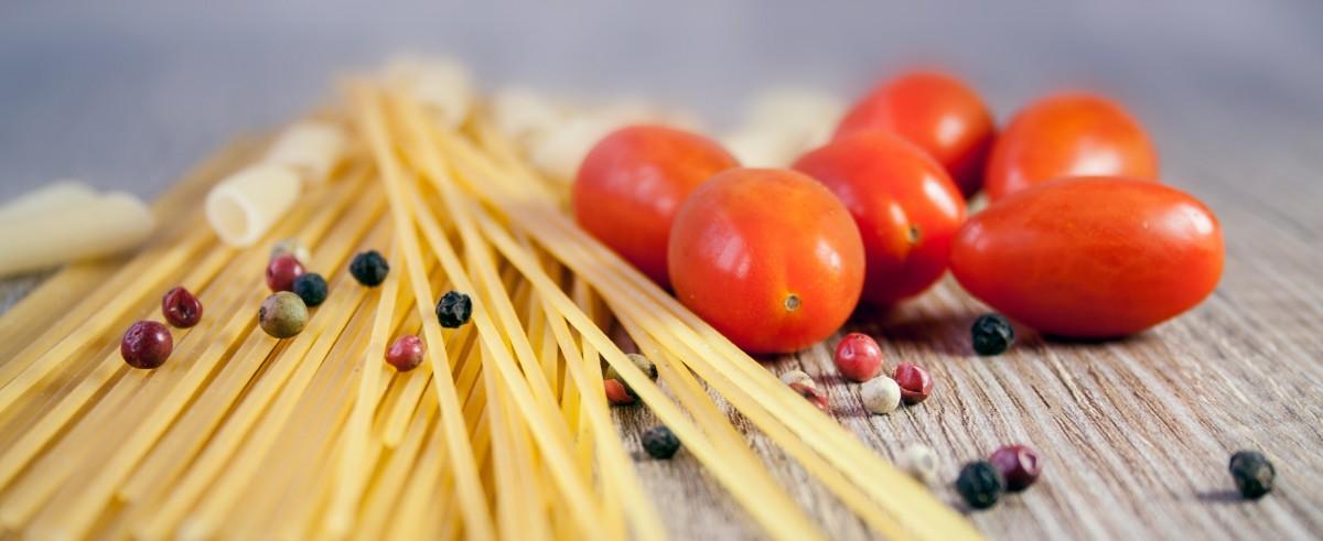 Pflanze Frucht Lebensmittel Pfeffer Zutat produzieren Gemüse Italien bunt Gelb gesund Essen Mittagessen köstlich Pasta Koch Tomate Nudeln Ernährung Gemüse würzig Penne roh Spaghetti Vitamine Frisch Italienisch Kohlenhydrate Geschmack blühende Pflanze Tomatensauce Spagetti Bolognese