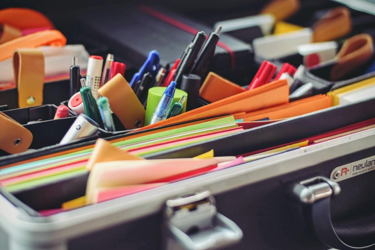 鉛筆 ペン 色 事務所 紙 おもちゃ アート 眼鏡 文房具