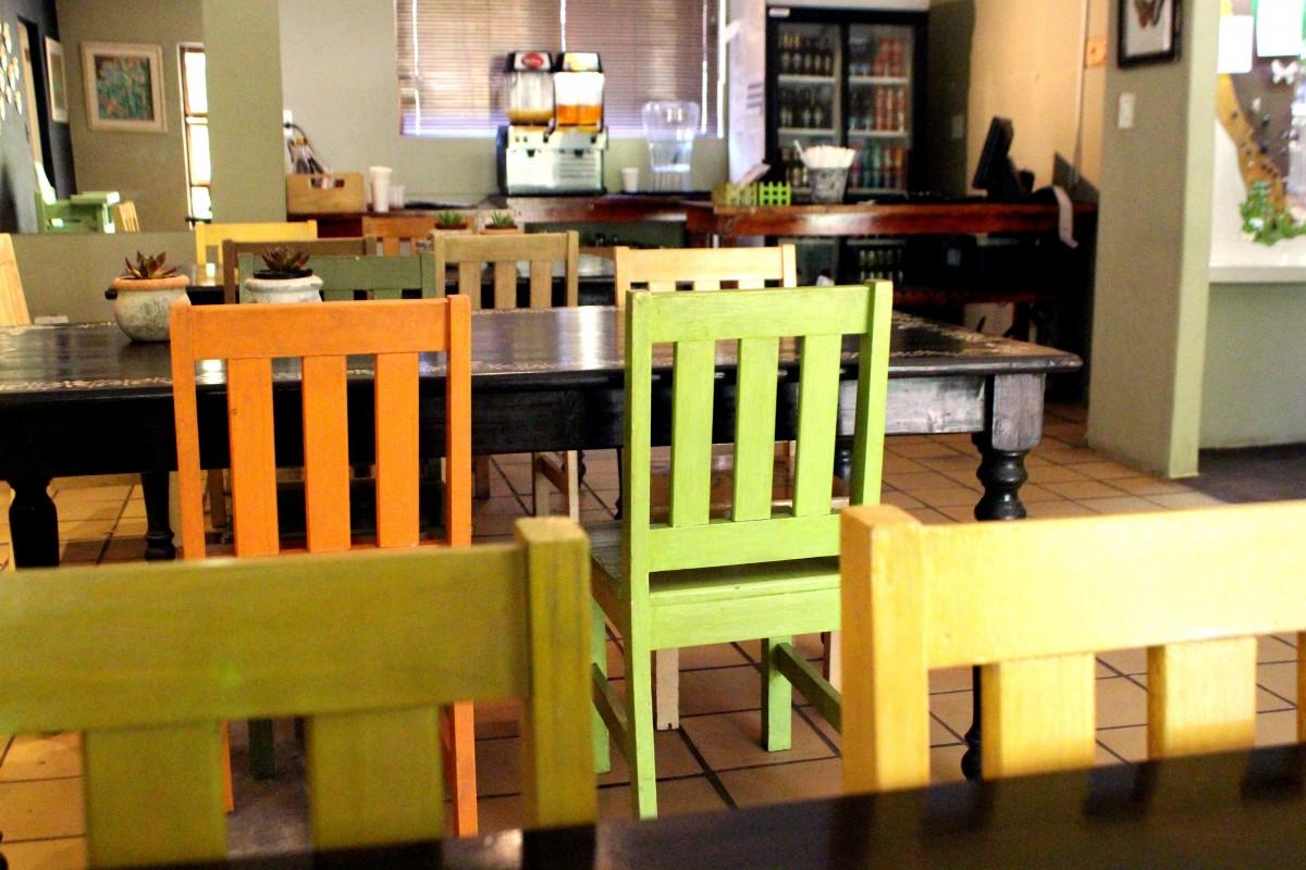 Gratis Afbeeldingen : cafe, hout, restaurant, huis-, oranje ...