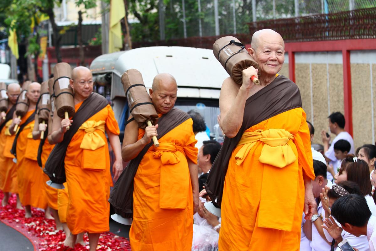 К чему снится монах буддист во сне по соннику?