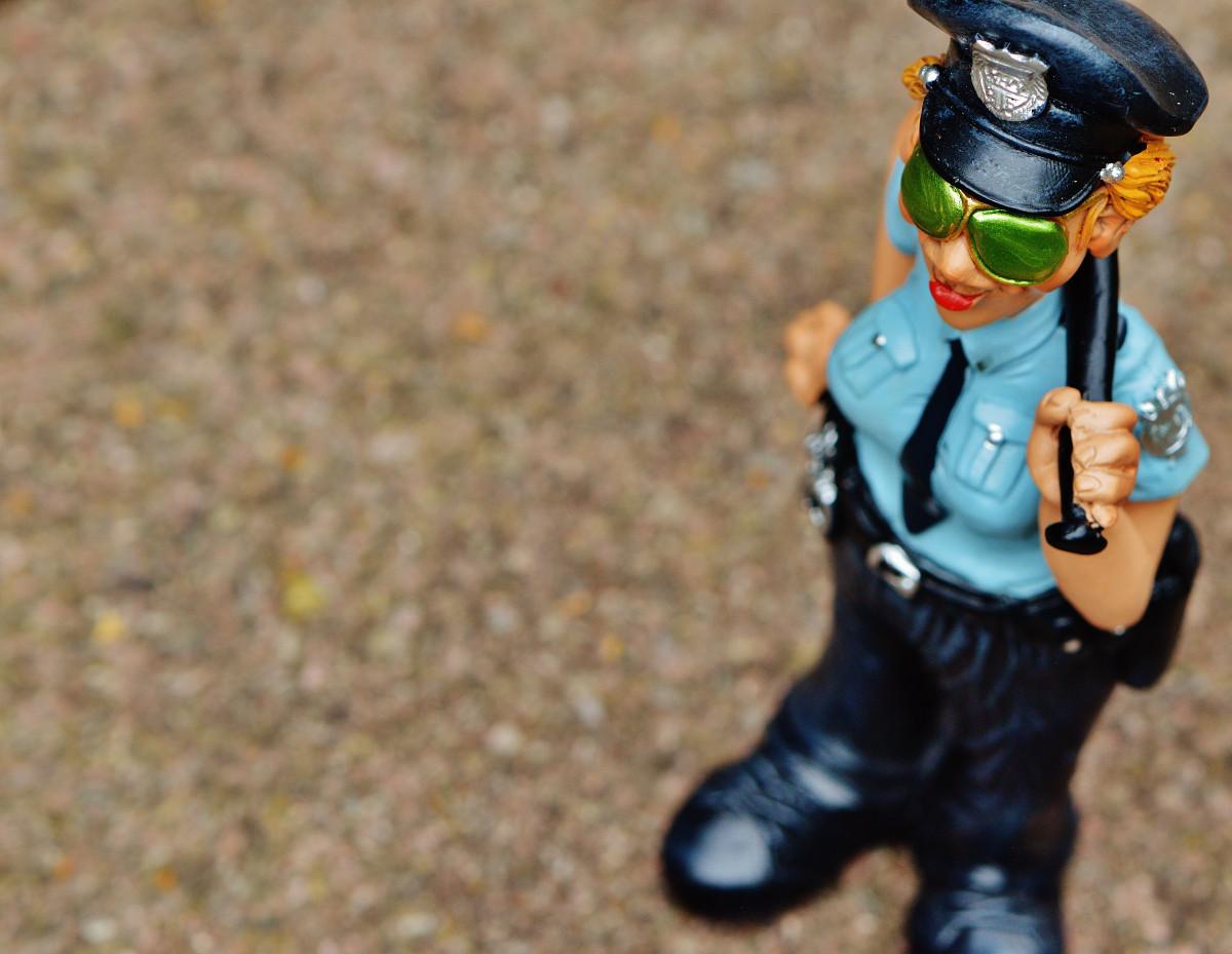 Gambar Mainan Penutup Kepala Ara Ketopong Kacamata Hitam Lucu
