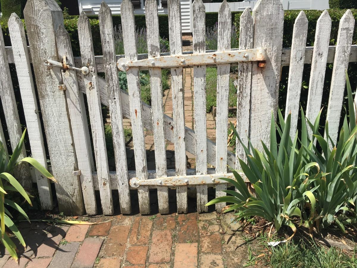 Kostenlose foto Zaun Post Rasen alt Stein überwuchert Grün