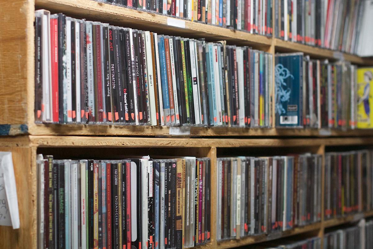Картинки : книга, полка, мебель, радио, книжный шкаф, библио.