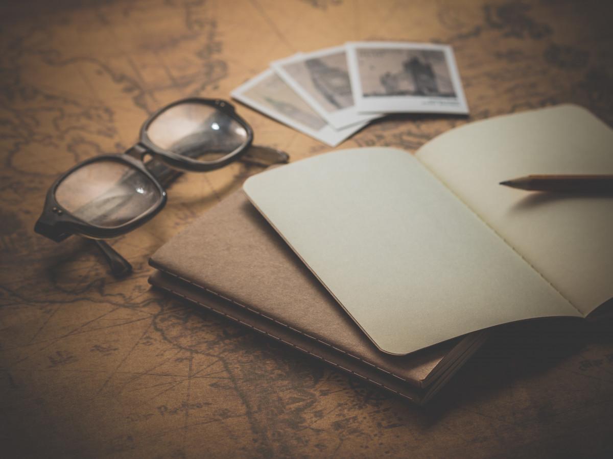 büro not defteri izlemek tablo kitap ışık ahşap beyaz kamera bağbozumu Antik Retro görünüm kalem eski Fotoğraf tatil seyahat not defteri Avrupa seyahat renk Masaüstü tatil gezgin Iş kapatmak Turizm Yolculuk Kağıt aydınlatma sayfa malzeme harita daire Dünya Not yazmak cüzdan boş çizim gözlük ahşap Detaylar Kavram Stil planlama klasik Şekil fotoğraf makinesi
