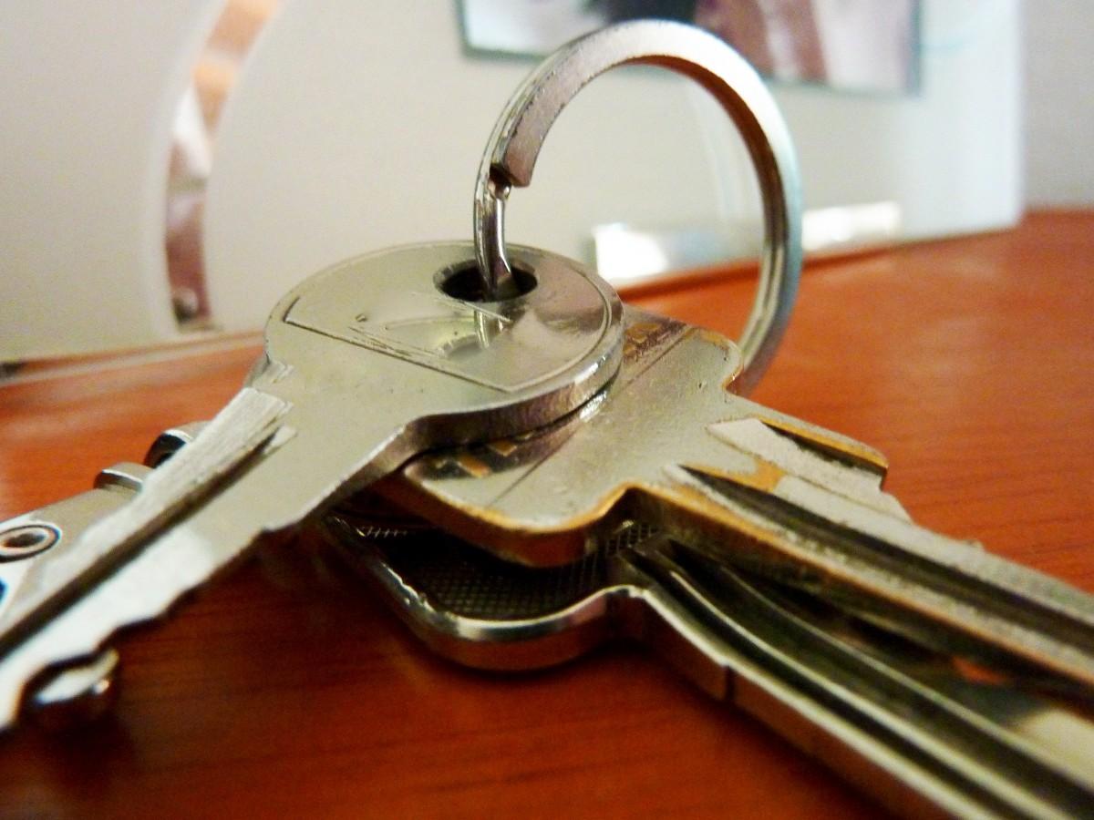 https://c.pxhere.com/photos/c1/43/key_house_keys_keys_castle_keychain_general_key_locking_system-686461.jpg!d