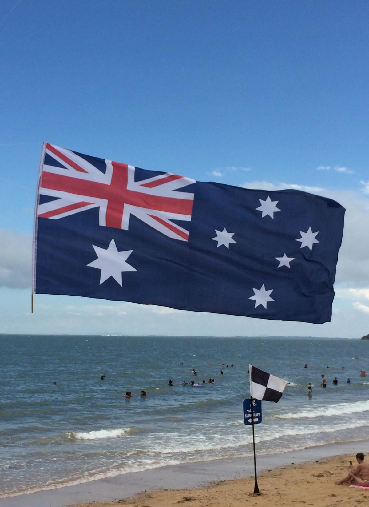 конце августа флаг сша и австралии фото курага еще может