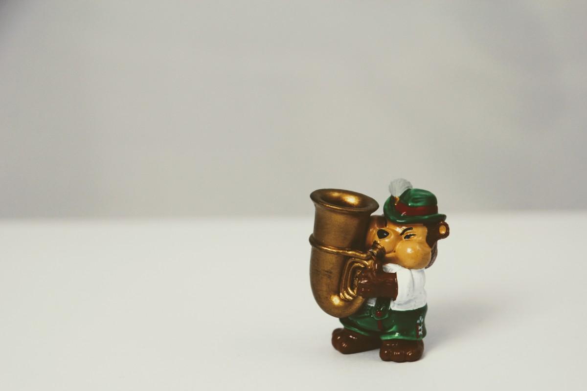 Gambar Manis Terpencil Penerangan Mainan Alat Musik Miniatur Terompet Instrumen Arca Teddy Pasar Tahun Angin