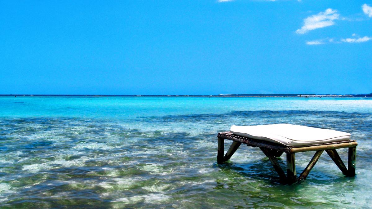 Images gratuites oc an en train de lire vacances for Piscine ile bleu seynod