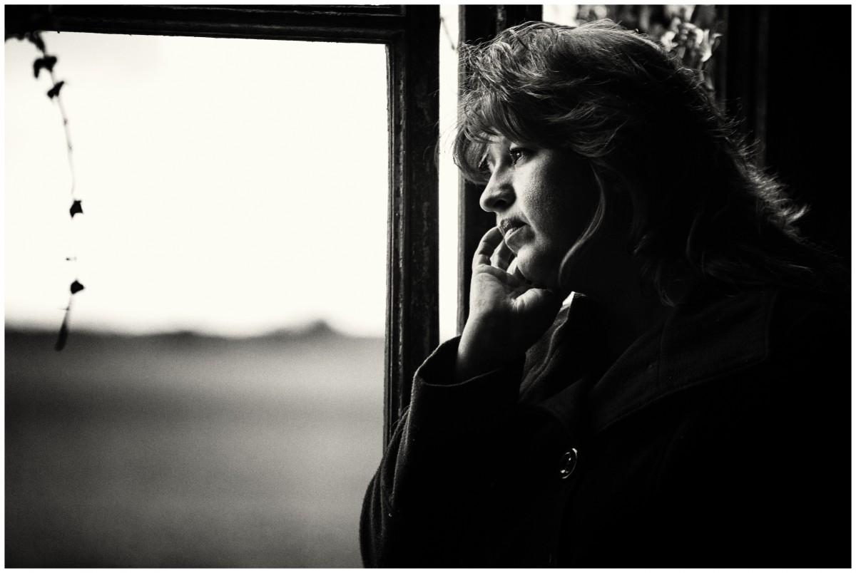 аней ощупывали прекрасная женщина с грустью картина фото далеко все