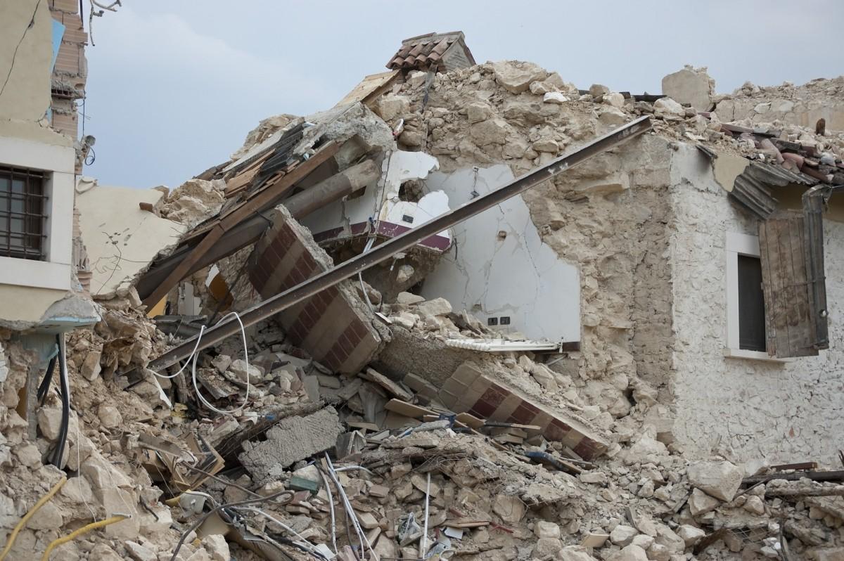 free images house ruin rubble waste disaster event demolition earthquake scrap. Black Bedroom Furniture Sets. Home Design Ideas