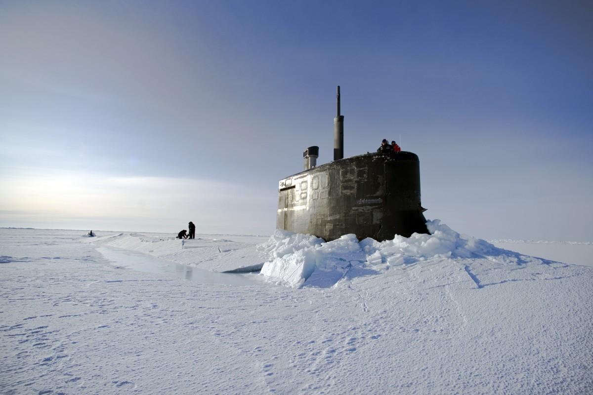 paysage mer le sable océan Montagne neige du froid hiver lumière ciel Soleil vague la glace véhicule la tour Météo congelé Arctique saison Sous-marin Nous marine gel océan Arctique Atmosphère de la terre À travers la glace