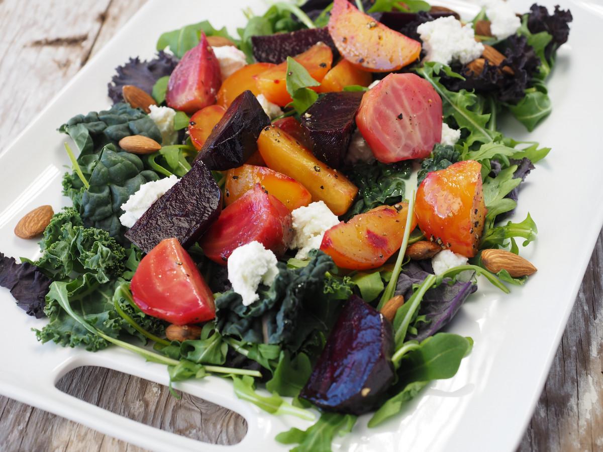 tafel natuur schotel maaltijd eten salade groen koken produceren groente natuurlijk menu vers gezond lunch aan het eten voeding avondeten dieet gezond eten biologisch natuurlijk eten dieet verse groenten vers voedsel gezond eten gezond eten gezond dieet Grieks eten gezond eten biet gezonde maaltijd Griekse salade bladgroente spinazie salade
