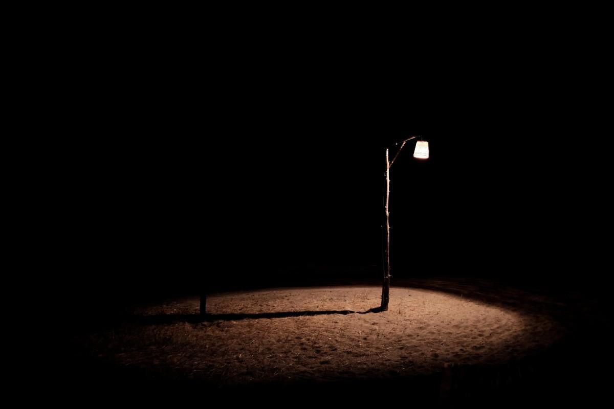 Fotos gratis ligero noche reflexi n sombra oscuridad for Lamparas y plafones de pared