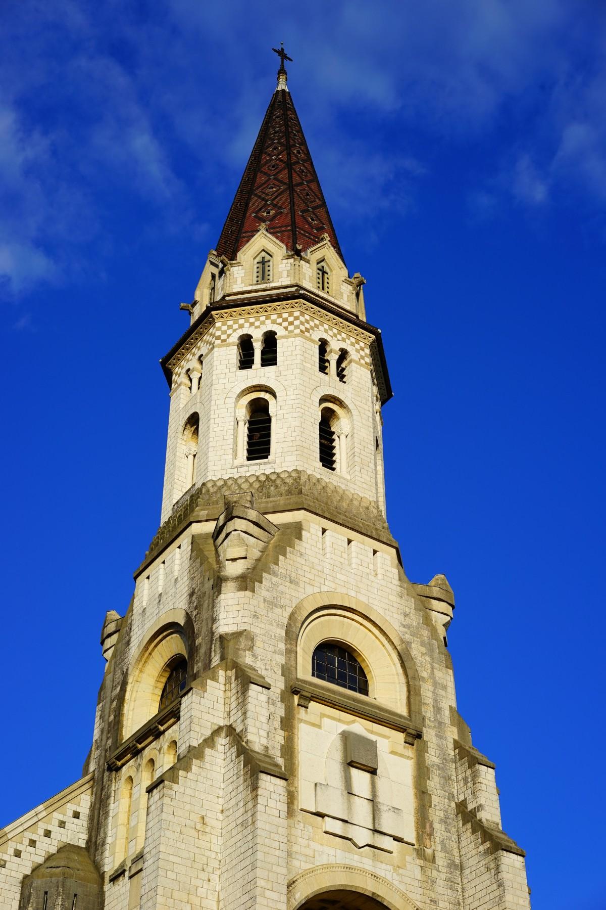 Immagini belle costruzione facciata chiesa cattedrale for Programma di costruzione della casa gratuito