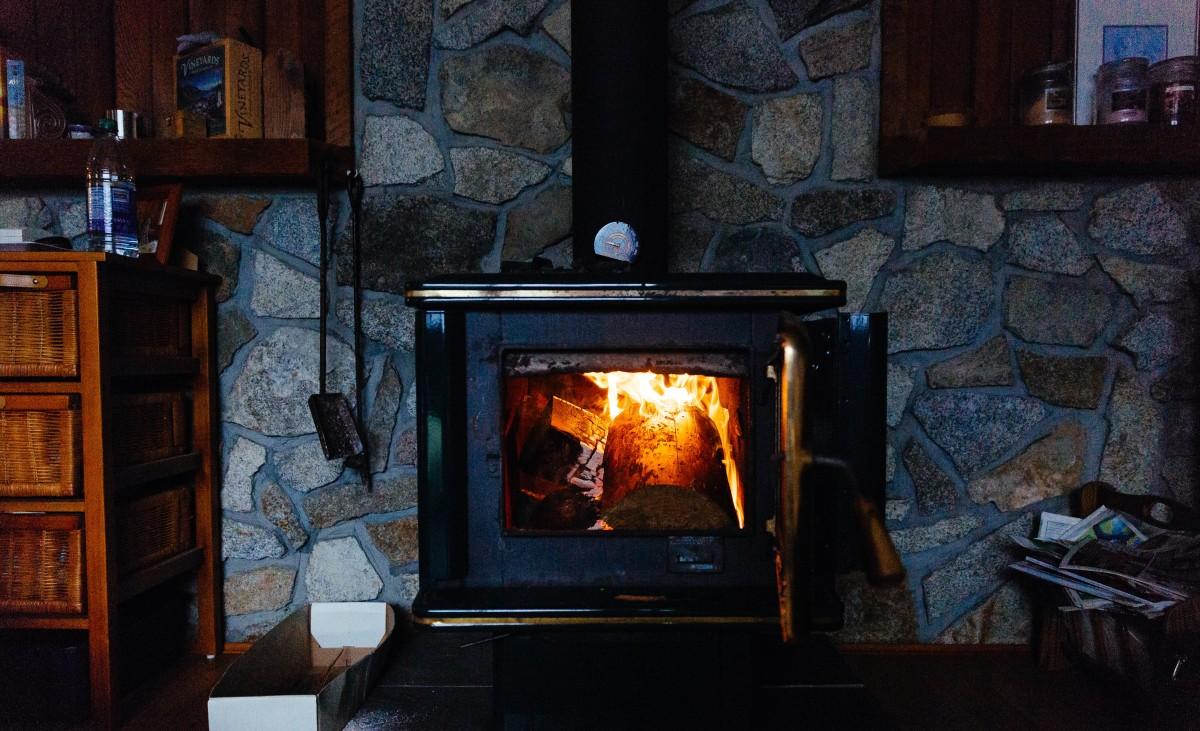 Fotos gratis madera casa chimenea sala habitaci n - Estufas para casa ...