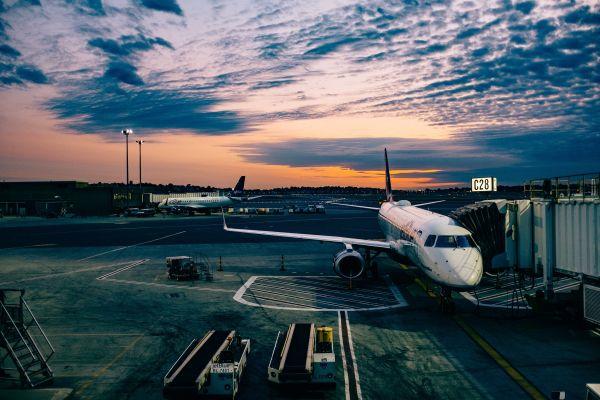sky,horizon,cloud,sunset,airport,airplane