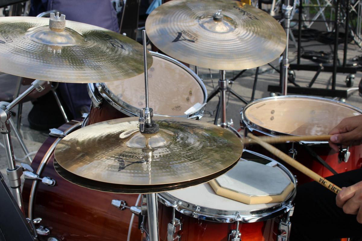 free images rock band musical instrument drumset jazz gold drums drummer bass drum. Black Bedroom Furniture Sets. Home Design Ideas