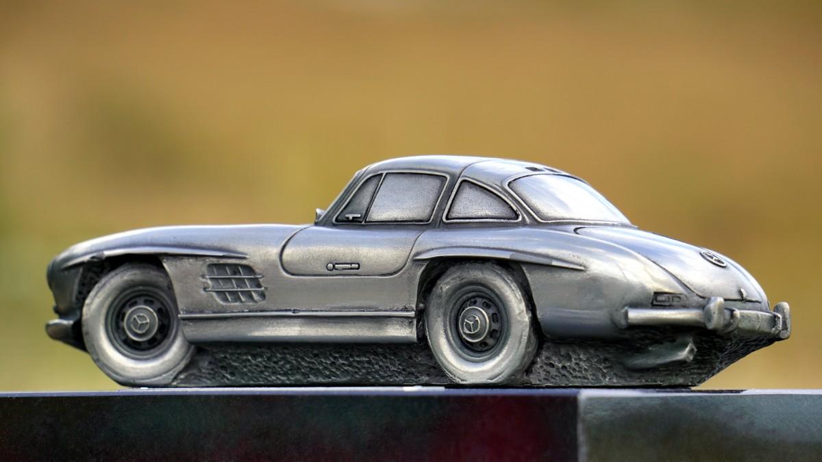 maquette de voiture en metal