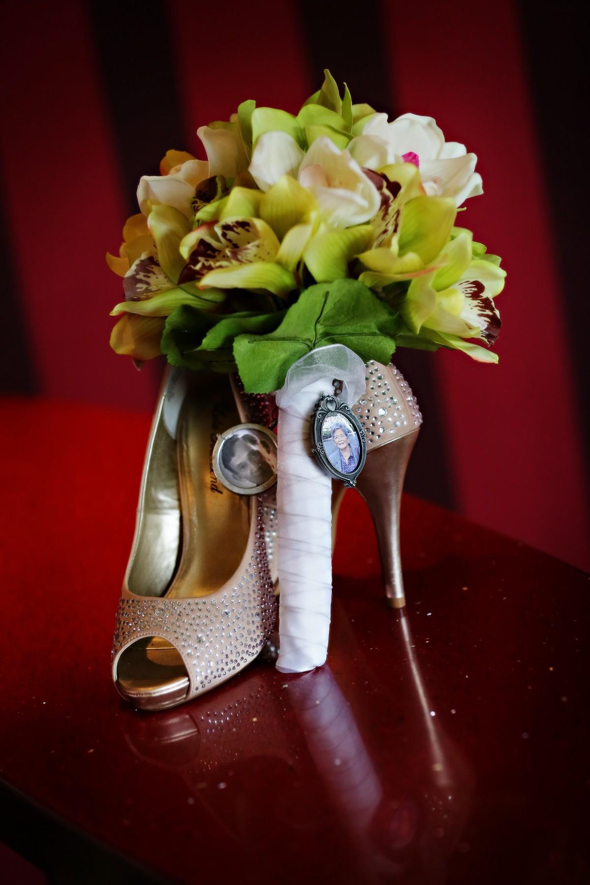 Gambar menanam musim semi kuning berwarna merah muda #9: wedding bouquet shoes heels broach celebration marriage pink d