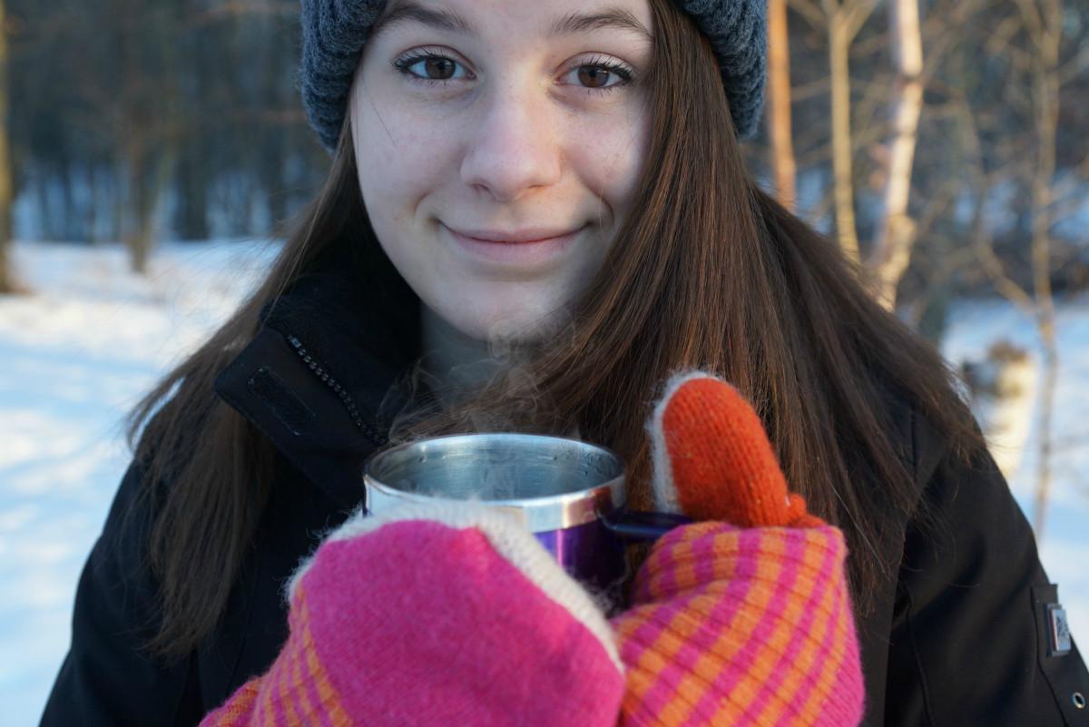 День рождения, картинки зима девушка с кофе