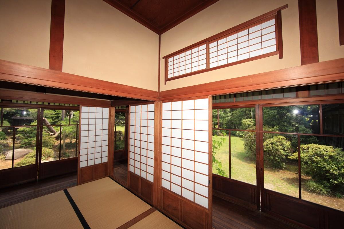 Gambar Arsitektur Rumah Pedalaman Jendela Beranda Tinggi