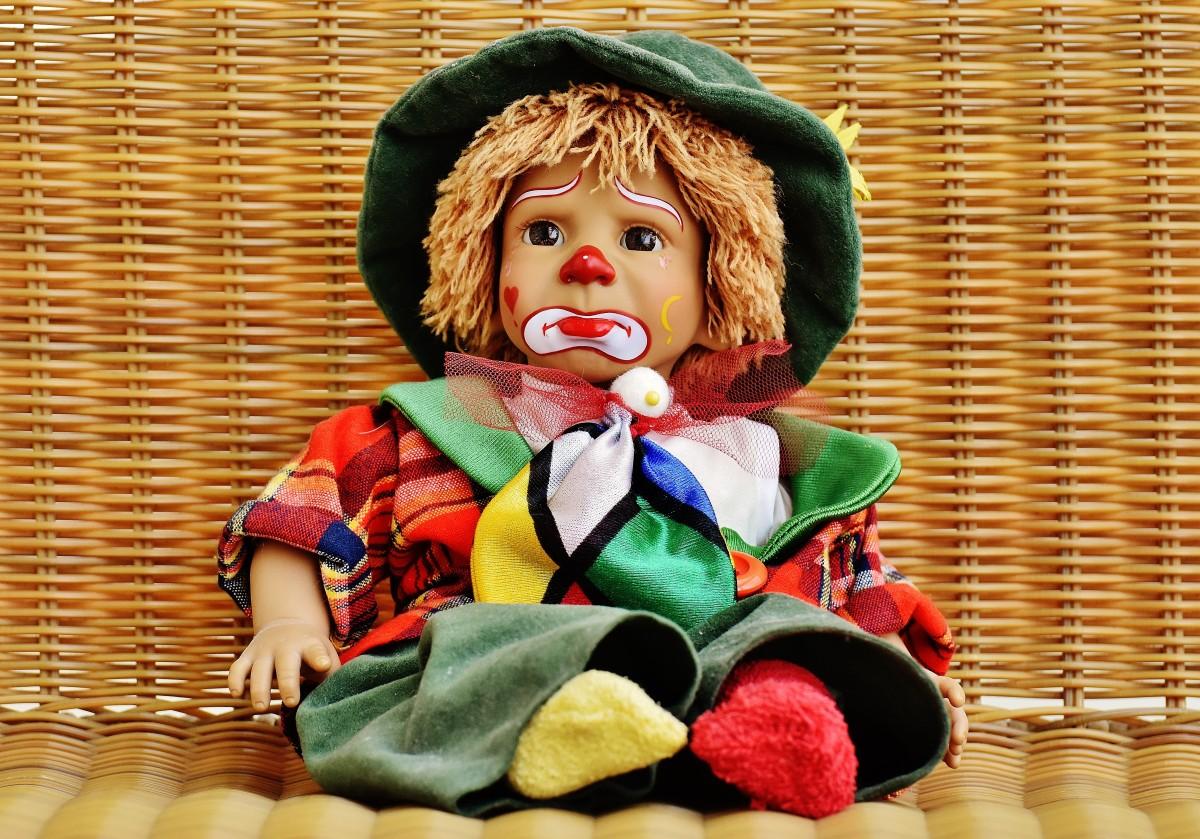 Грустная картинка кукла