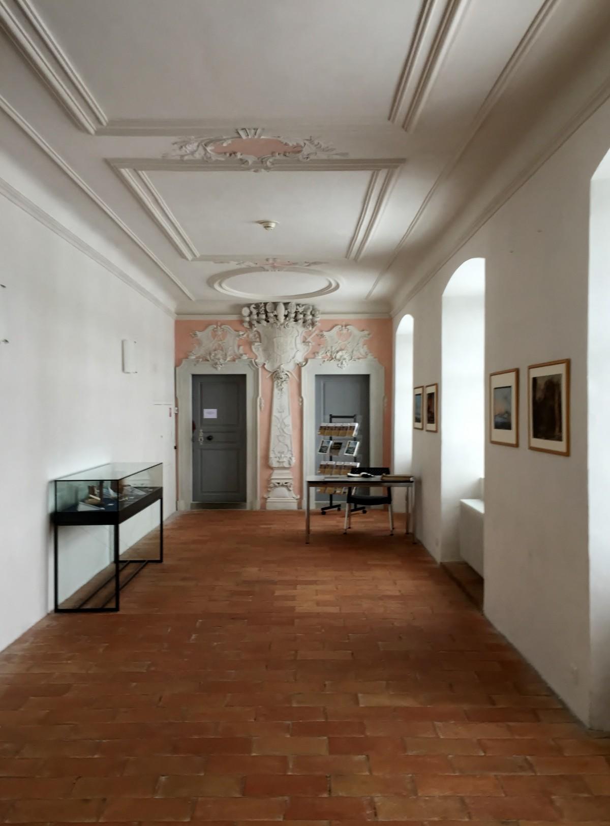 Fotos gratis arquitectura piso edificio casa techo for Diseno pasillos interiores