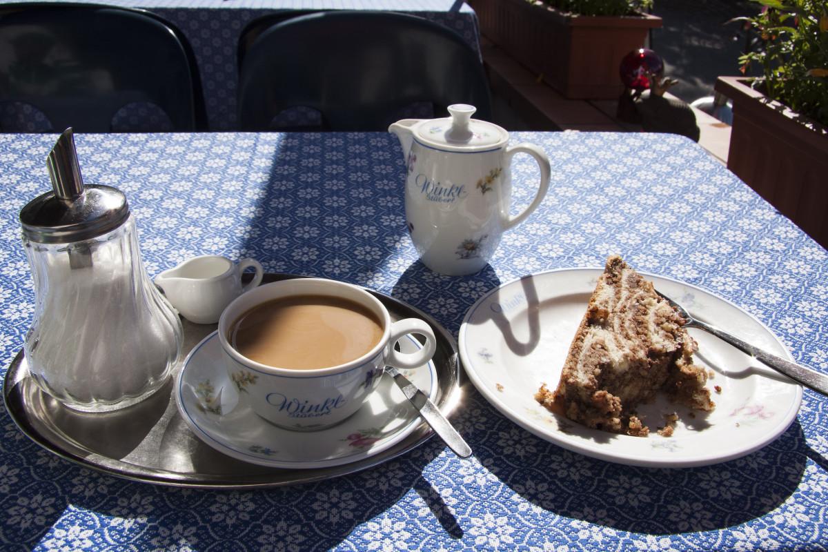images gratuites caf blanc coupe chaton chat bleu d jeuner nappe de table cruche. Black Bedroom Furniture Sets. Home Design Ideas