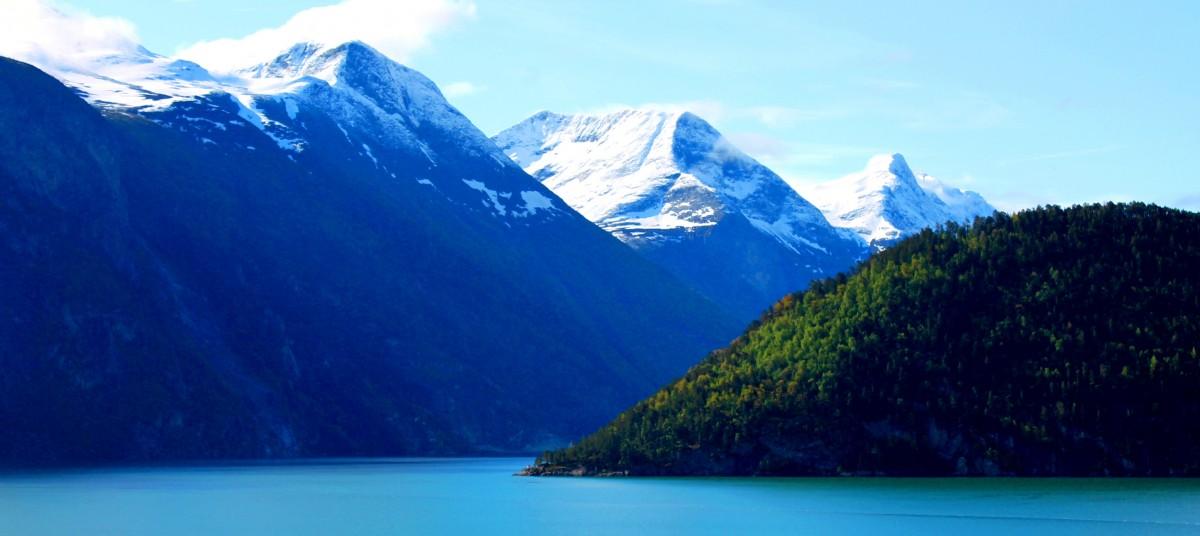 無料画像 : 風景, 谷, 山脈, フィヨルド, 高地, アルプス, ロッホ, ノルウェー, ゲイランガー, 山道, 氷河湖, 地理的特徴, 山岳地形, 氷河地形 3968x2232