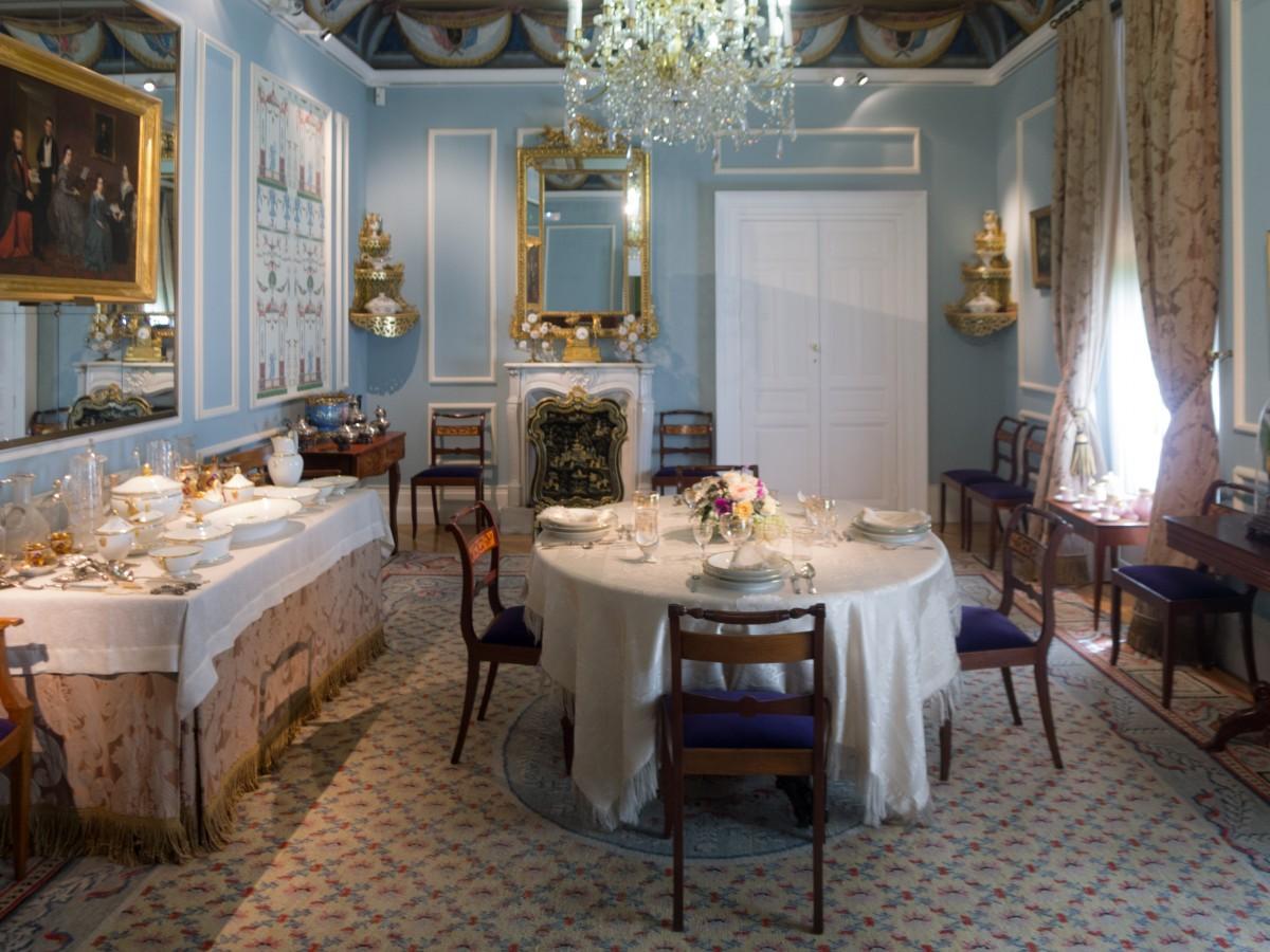table light villa mansion floor home - Light Hardwood Restaurant Decoration