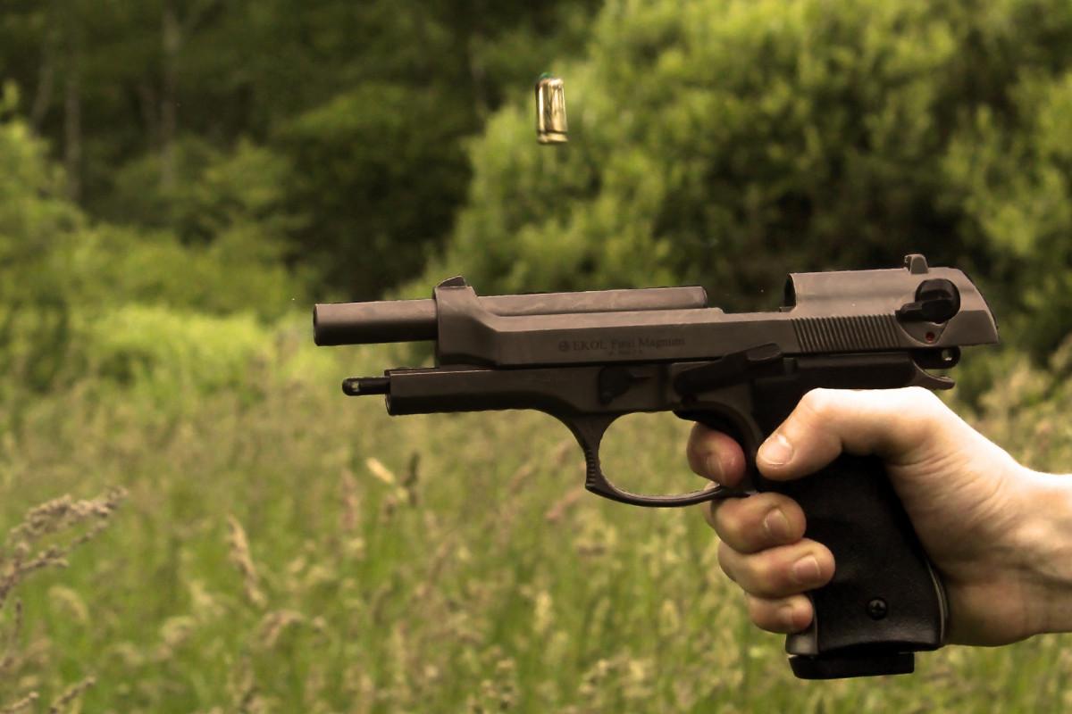 katona fegyver háború lövés pisztoly lő gyilkolás puska fegyverek erőszak kézifegyver patron ujj lőfegyver nagy családi palack ravasz fegyvercső mesterlövész célkitűzéseivel erő fegyverek